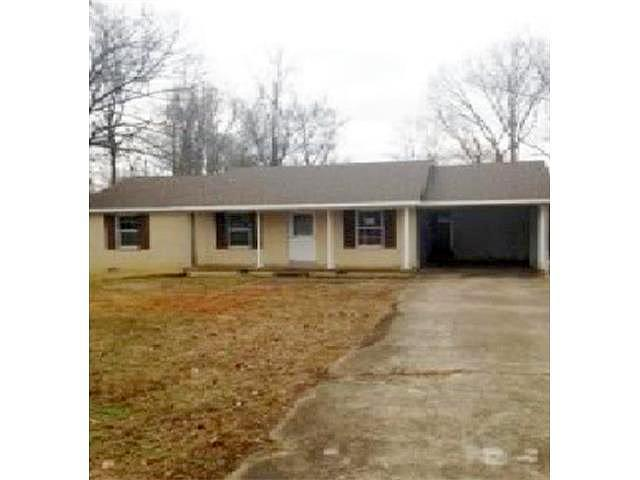Single Family Home Home in Jackson