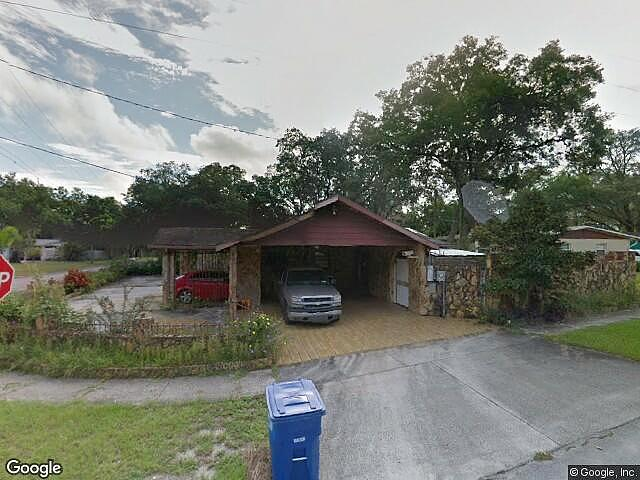 Single Family Home Home in Tampa