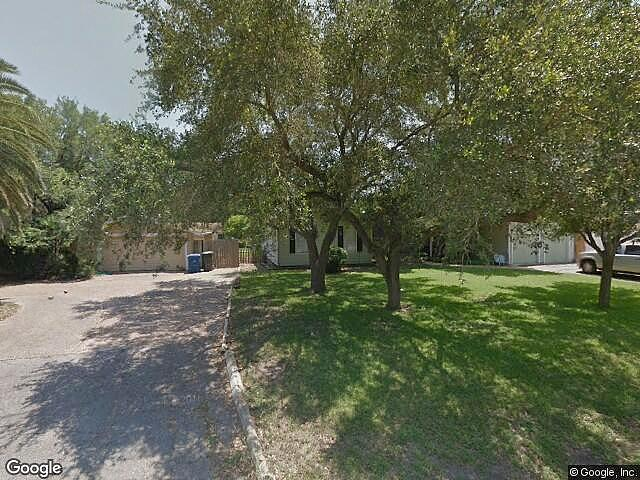 Single Family Home Home in Corpus christi