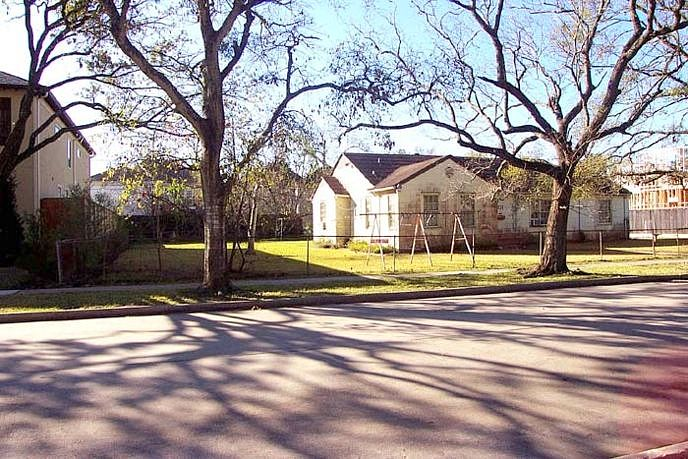 Single Family Home Home in Houston