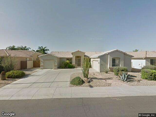 Single Family Home Home in Chandler