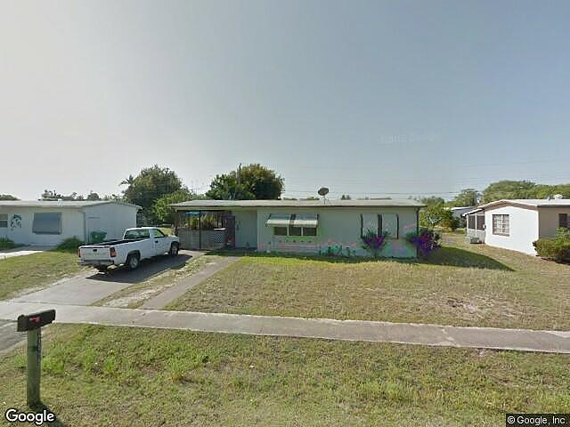 Single Family Home Home in Port charlotte