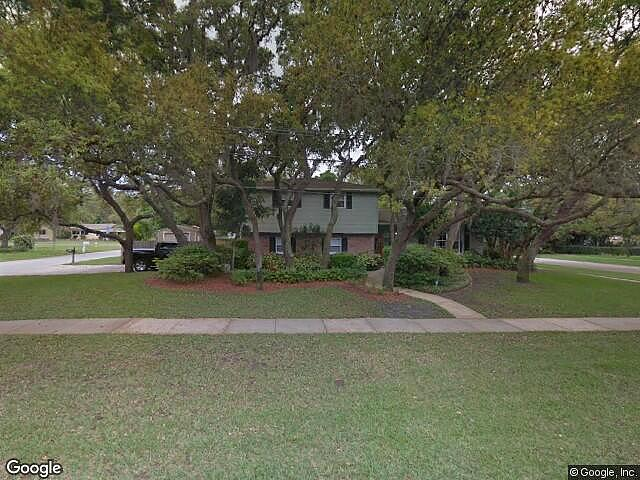 Single Family Home Home in Clearwater