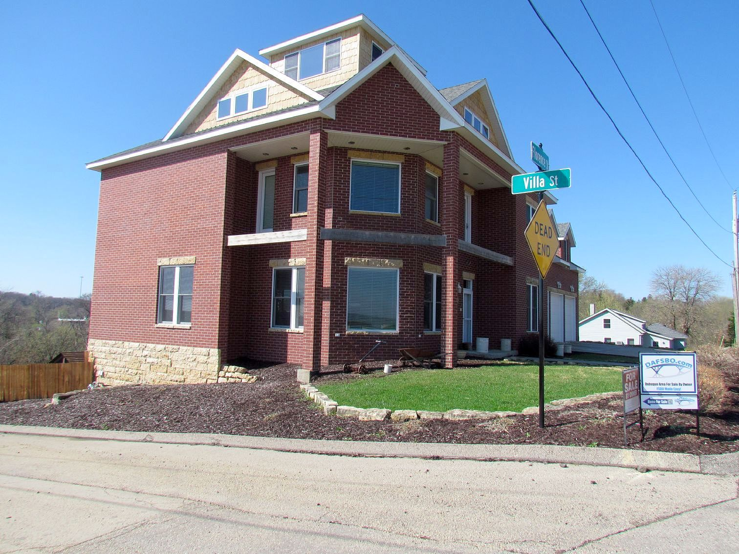 Single Family Home Home in Dubuque