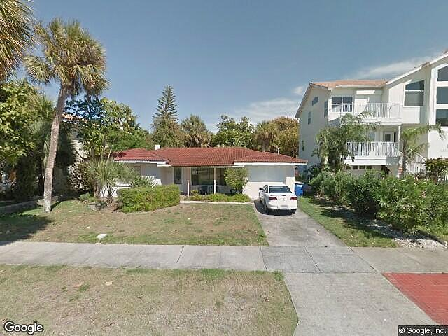 Single Family Home Home in Clearwater beach