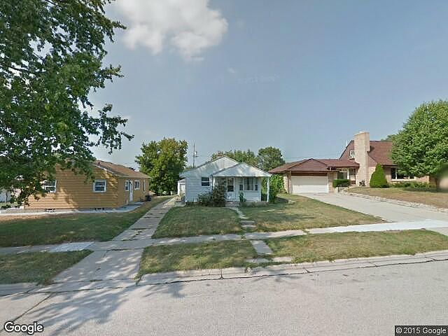 Single Family Home Home in South milwaukee