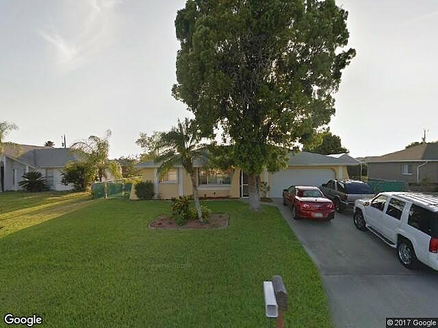 Single Family Home Home in Cape coral