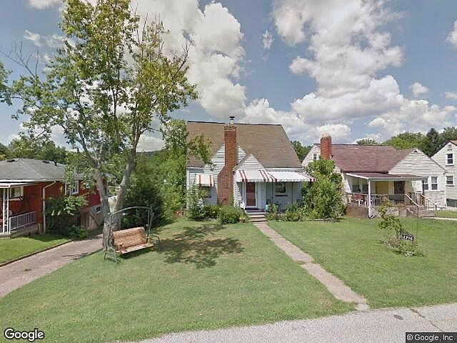 Single Family Home Home in Charleston