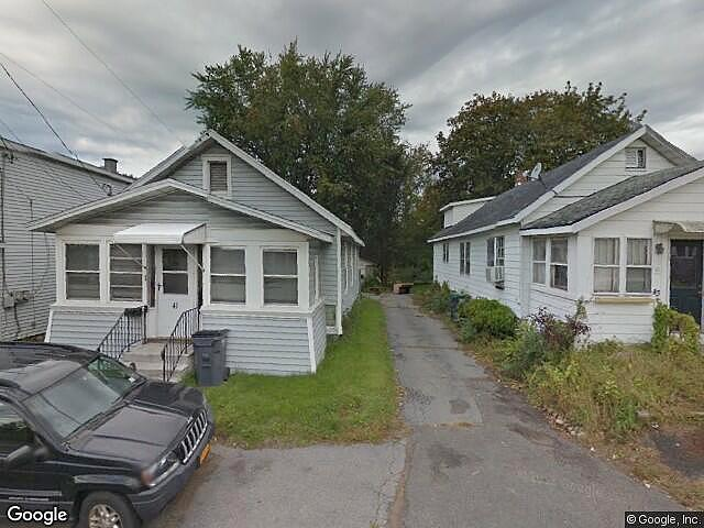 Single Family Home Home in Colonie