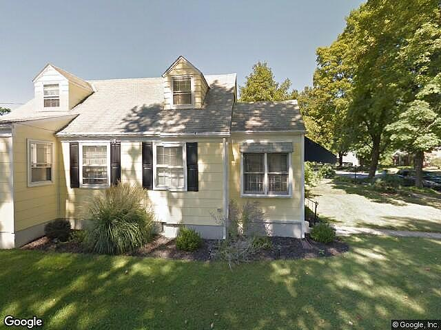 Single Family Home Home in Allentown