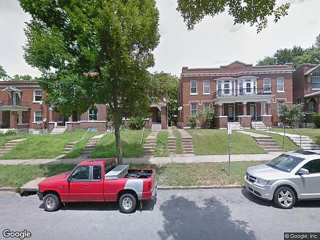 Multifamily (2 - 4 Units) Home in Saint louis